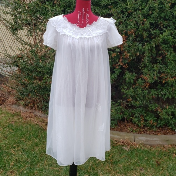 Warner Laros Other - Vintage Stunning beautiful  nightgown